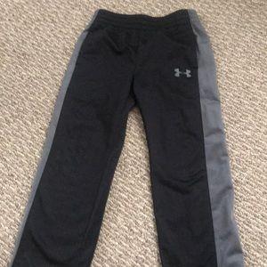 Under Armour black boy 5 pants